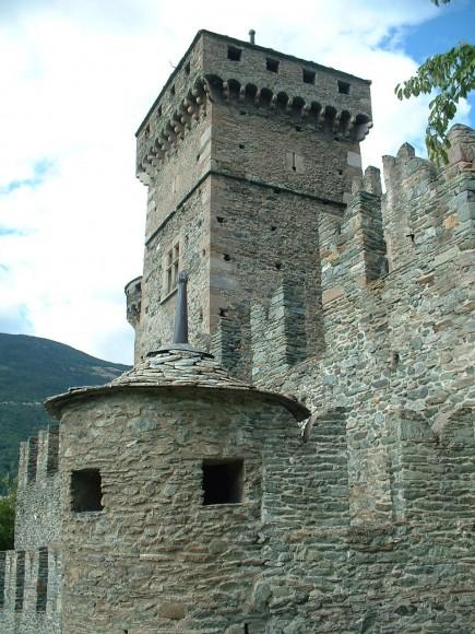 Valle d Aosta - Castello di Fenis 12