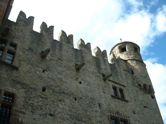 Valle d Aosta - Castello di Fenis 14